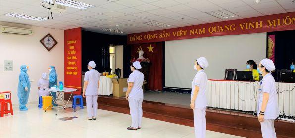 Nhằm đảm bảo an toàn cho người bệnh,  Bệnh viện Hùng Vương tiếp tục xét nghiệm Covid cho toàn bộ nhân viên
